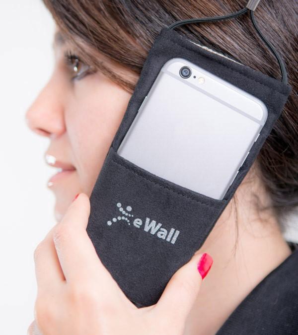 ewall-telefonieren-600x675